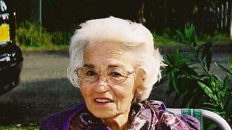Della Elliott.