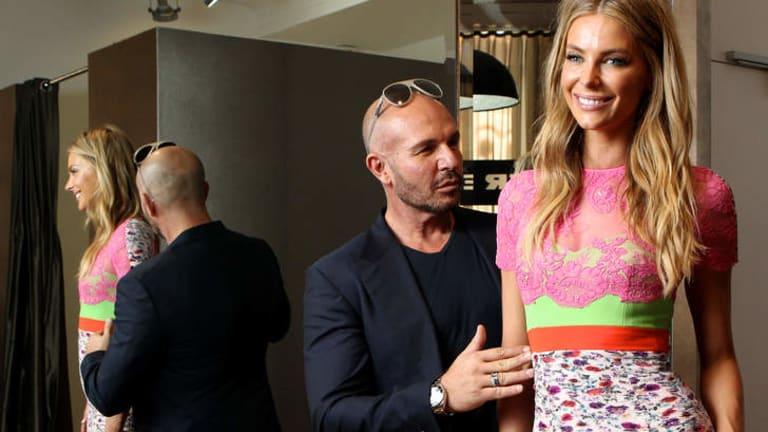 No short models ... ANTM judge Alex Perry sizes up host Jennifer Hawkins.