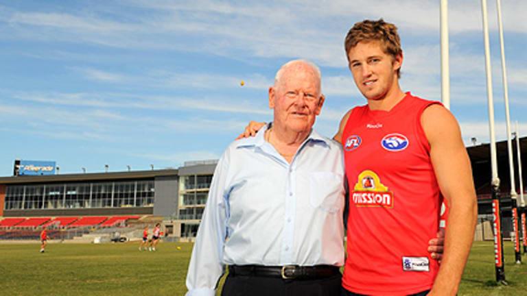 Western Bulldogs supporter Eddie Sutherland and midfielder Callan Ward, the grandson of Bill Gunn.