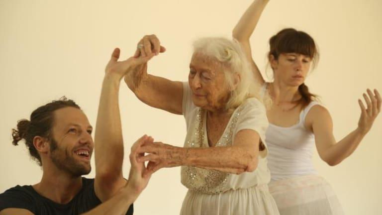 Visual language: Eileen choreographing with dancers at Bundanon.
