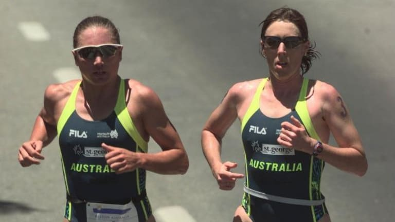 Nothing between them: Emma Carney and Jackie Fairweather (nee Gallagher) in the 1997 World Triathlon Championship final leg.
