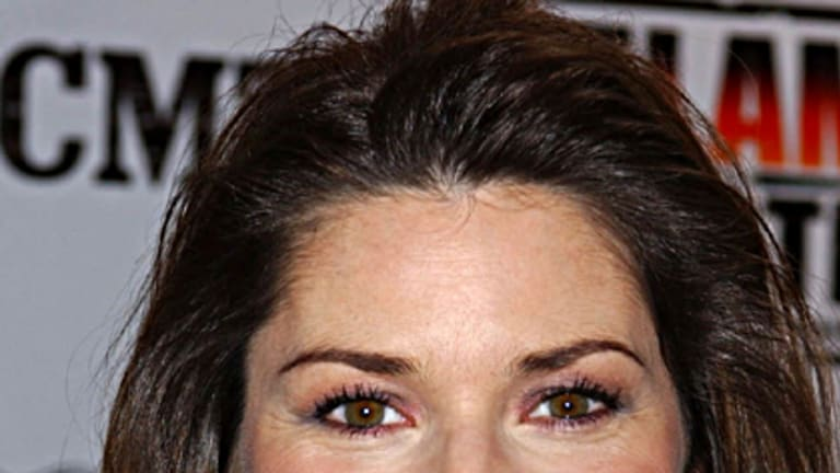 Golden ratio ... Shania Twain's face found to be proportionately perfect.