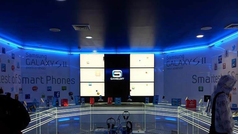"Inside Samsung's ""pop up"" store."