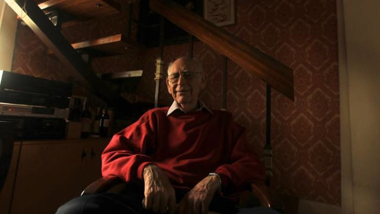 Veteran actor Ron Haddrick has been honoured with the 2012 Equity Lifetime Achievement Award.