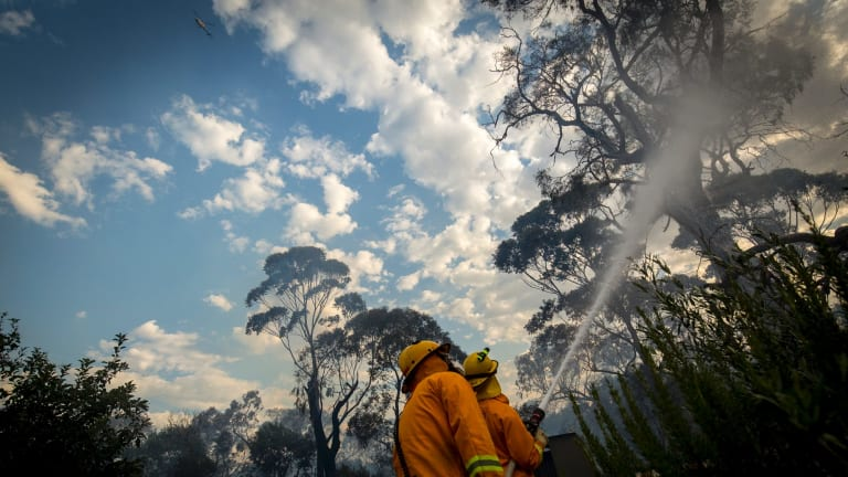 CFA fight a fire threatening homes in Valley Road Skye.