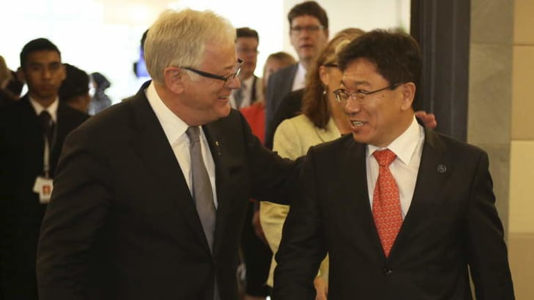 Trade Minister Andrew Robb and his South Korean counterpart, Minister of Trade, Industry and Energy Yoon Sang-jick.