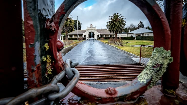The state government has committed to a redress scheme for those who have fallen ill or died after being exposed to toxic chemicals at the former Fiskville CFA training college.