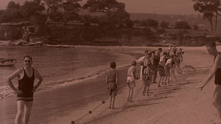 People prepare sharkproof nets on Balmoral Beach in April 1935.