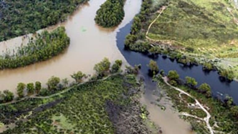 Water flowing down from the full Menindee Lakes, into the Darling River and then into the Anabranch irrigation river, which then joins back on to the Darling River, just before Wentworth.