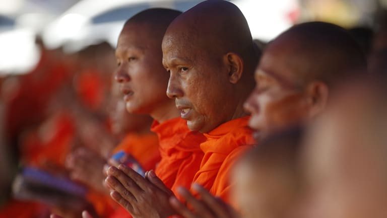 Buddhist monks pray for the soccer team's rescue.