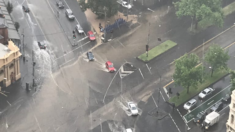 Flooding at the intersection of Elizabeth and Victoria streets in North Melbourne. Photo: Matthew Leung