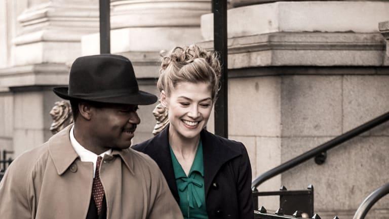 Ruth Williams (Rosamund Pike) and Seretse Khama, (David Oyelowo) in A United Kingdom.