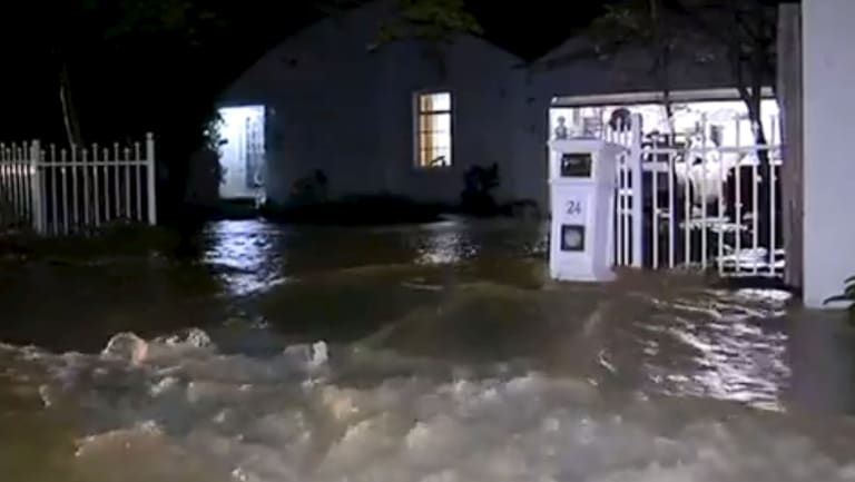 Homes in Kilsyth were flooded after a water main burst in the early hours of Sunday morning.