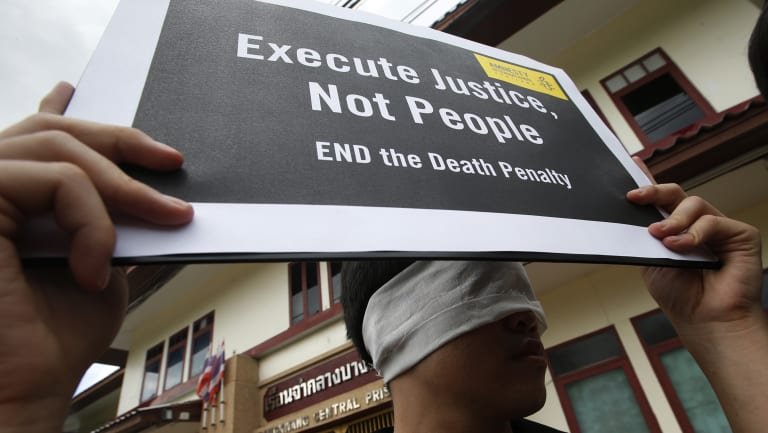 Amnesty International activists protest against the death penalty outside Thailand's Bang Kwan Central Prison.