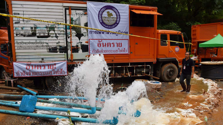 Men from the Electricity Generating Authority of Thailand overseeing the pumping of water from Tham Luang Cave where 12 boys and their soccer coach are waiting to be rescued. Chiang Rai district, Northern Thailand. 4th July, 2018. Photo: Kate Geraghty