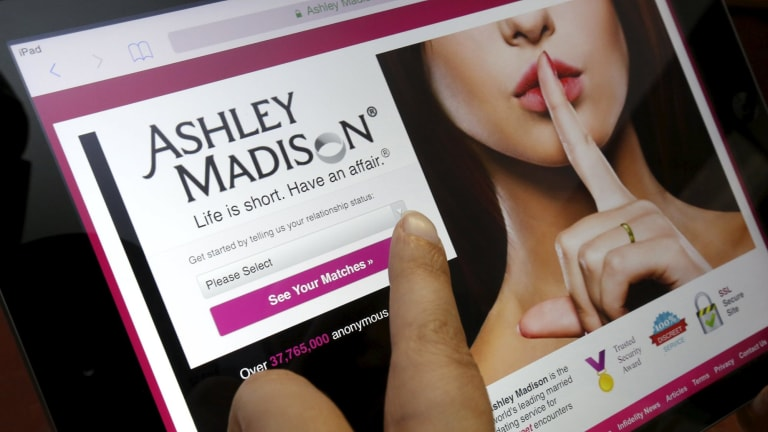 How to hack any dating site