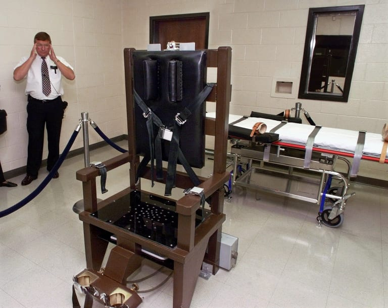 In this 1999 photo, a warden at Riverbend Maximum Security Institution gives a tour of the prison's execution chamber.