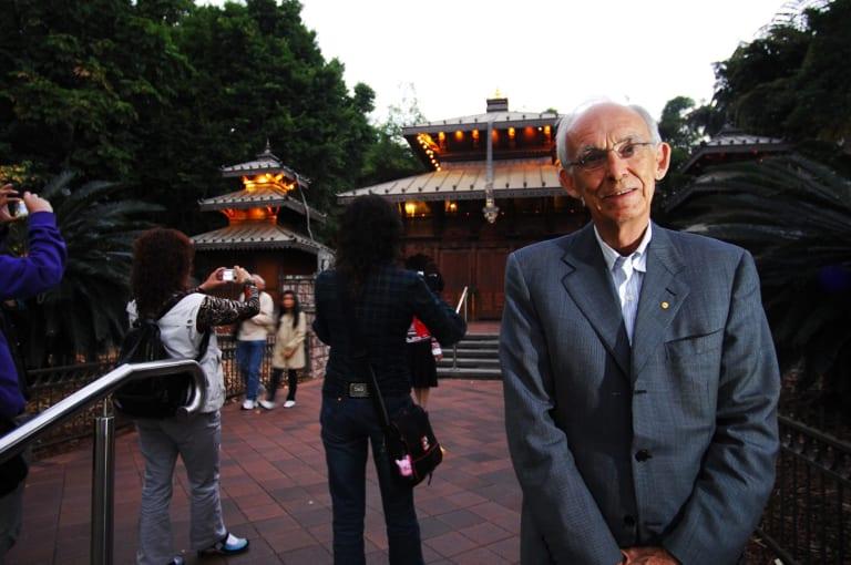 Sir Llew Edwards at the Nepalese Pagoda at Southbank.