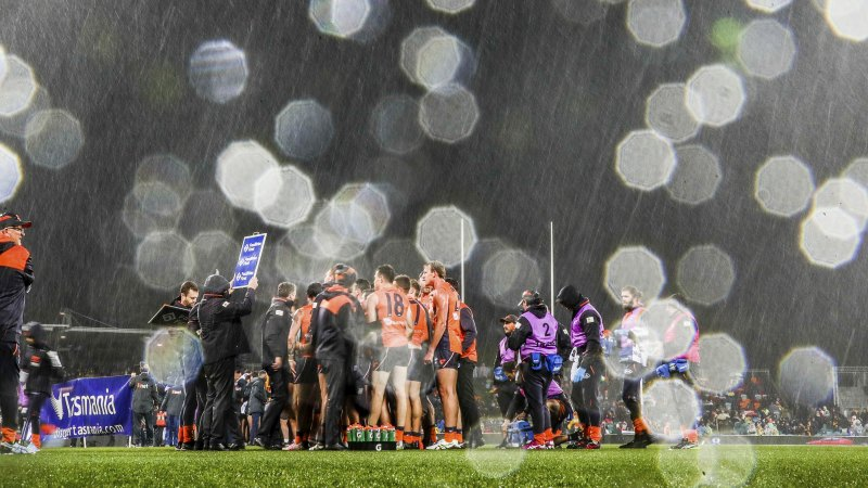 Snow falls on footy match at Canberra's Manuka Oval