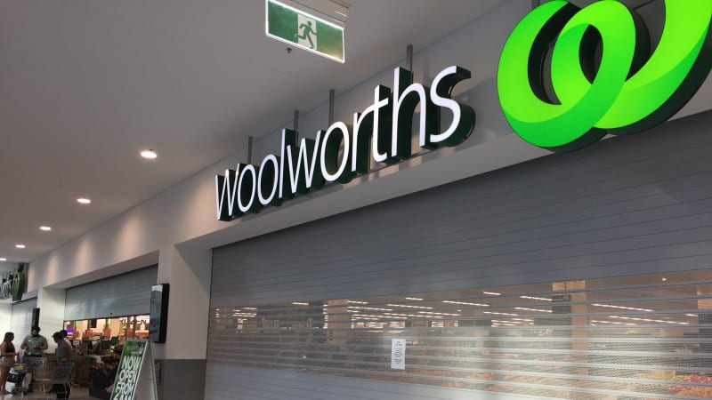 Woolworths meltdown closes stores across Australia
