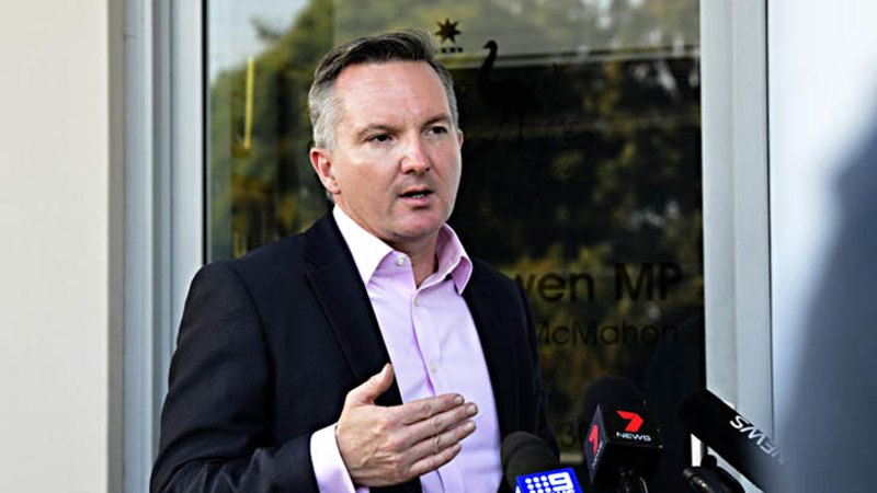 Bowen drops out of leadership race