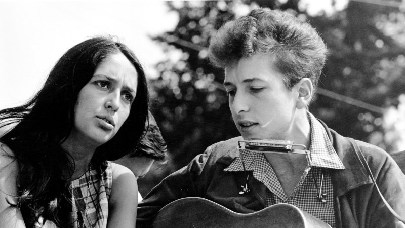 Lucky 8 Auto >> Joan Baez: The last note hangs in the air, but the conviction lives on