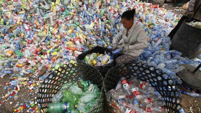 A solution for the recycling crisis: turn plastic into energy