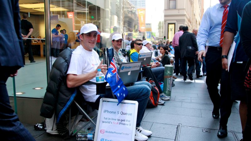 Apple mania hits Australia as queue-jumpers pay for first dibs on
