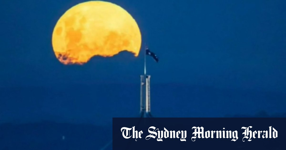 Qantas sells tickets for passengers to see supermoon – Brisbane Times