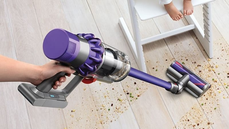 dyson cyclone v10 review a new era for battery powered vacuums. Black Bedroom Furniture Sets. Home Design Ideas