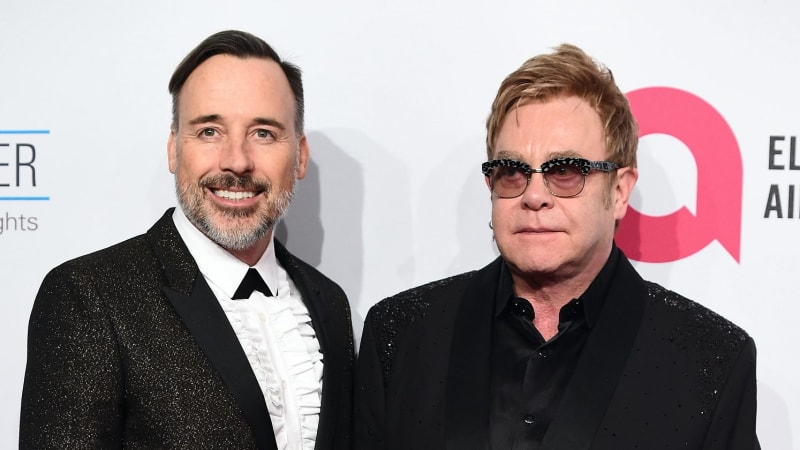 Elton John is quietly planning to tie the knot with long-term partner David Furnish
