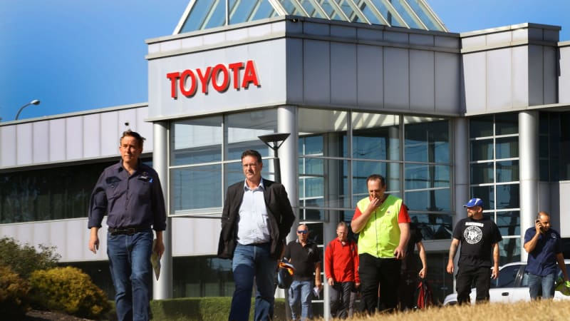 toyota to cut 2600 jobs as manufacturing ends in 2017. Black Bedroom Furniture Sets. Home Design Ideas