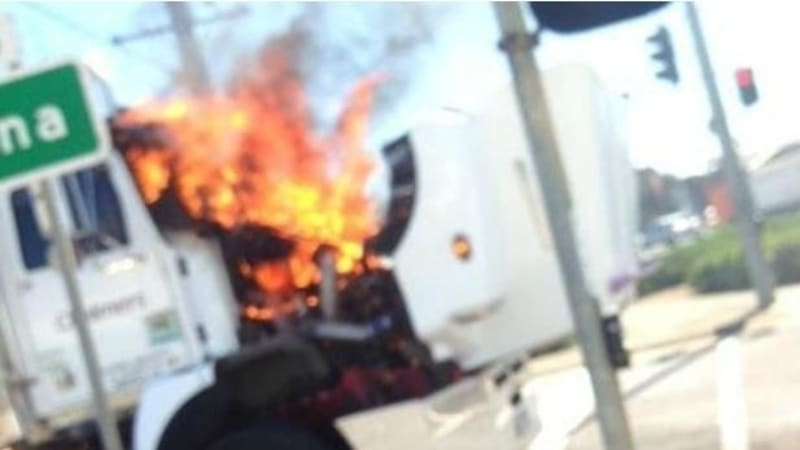 truck fire in altona causes traffic chaos. Black Bedroom Furniture Sets. Home Design Ideas
