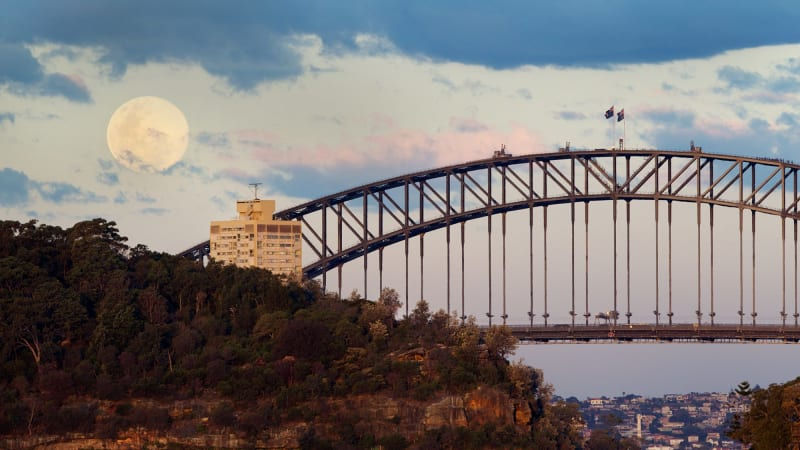 Wrong way to the top: the Sydney Harbour Bridge, by night