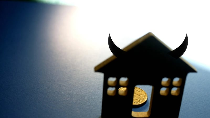House prices to fall by 10 per cent, say Capital Economics