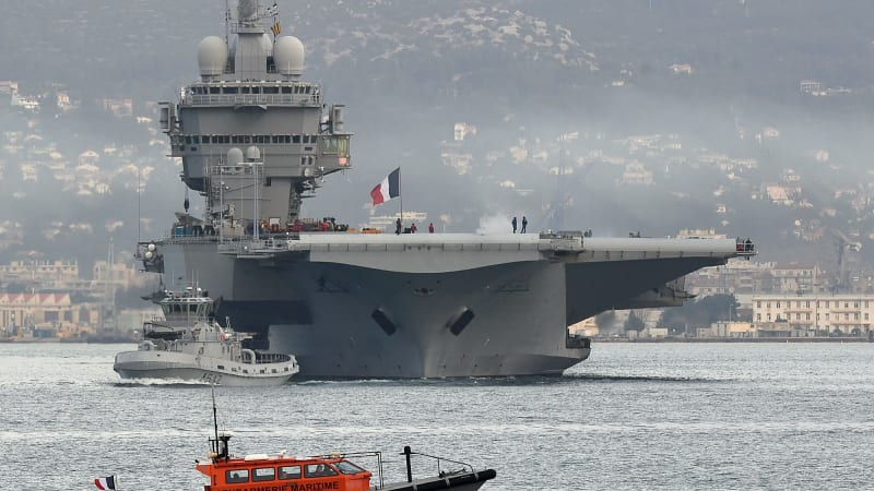 French President Francois Hollande says aircraft carrier could support Iraq operations