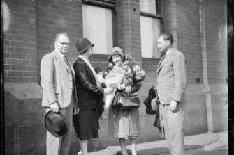 Wilhelm Backhaus and his wife are presented with flowers on their arrival in Sydney on April 22, 1930.
