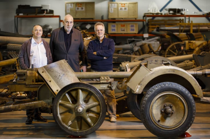 Producer John De Margheriti, director Phillip Noyce, and screenwriter John Collee with a PaK 38 5cm anti-tank gun at the Australian War Memorial Treloar facility where they were conducting research for a film depicting the battles for Tobruk.