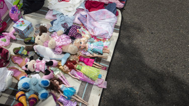 You can make extra money, and help teach your kids business skills, by holding a garage sale.