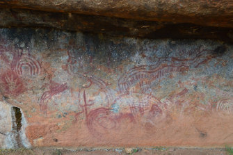 Walga Rock is etched with some of the oldest Aboriginal rock art paintings in WA.