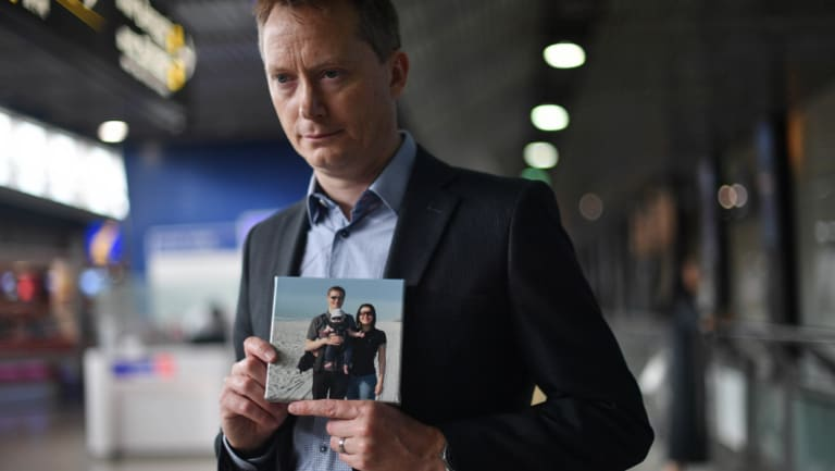 Stephen Bowditch with a photo of his wife.