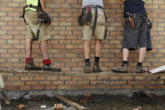 Sub-contractors should be required to have a license to work in the ACT, the Master Builders Association said.