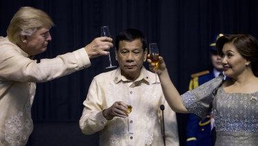 <p>President Donald Trump toasts Philippines strongman Rodrigo Duterte, and his partner Honeylet Avancena.