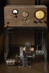 A 1930s Traeger pedal generator with Traeger Transceiver on display at the national museum.