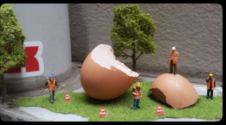 Tiny construction workers get to grips with a Humpty Dumpty-like problem.