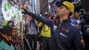 Ricciardo gets artistic in Hosier Lane.