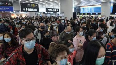 China scrambles to contain 'strengthening' coronavirus