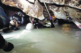 Ahead of the daring rescue, a team of divers brings supplies and food into the cave for the boys and their coach.