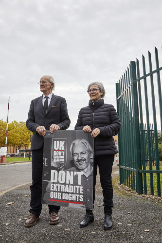 Assange's father John Shipton and former SBS newsreader Mary Kostakidis protest outside London's Belmarsh prison in October.