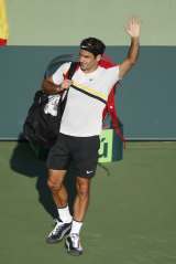 Federer waves to the crowd after the defeat.